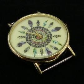 Face de montre ronde dorée